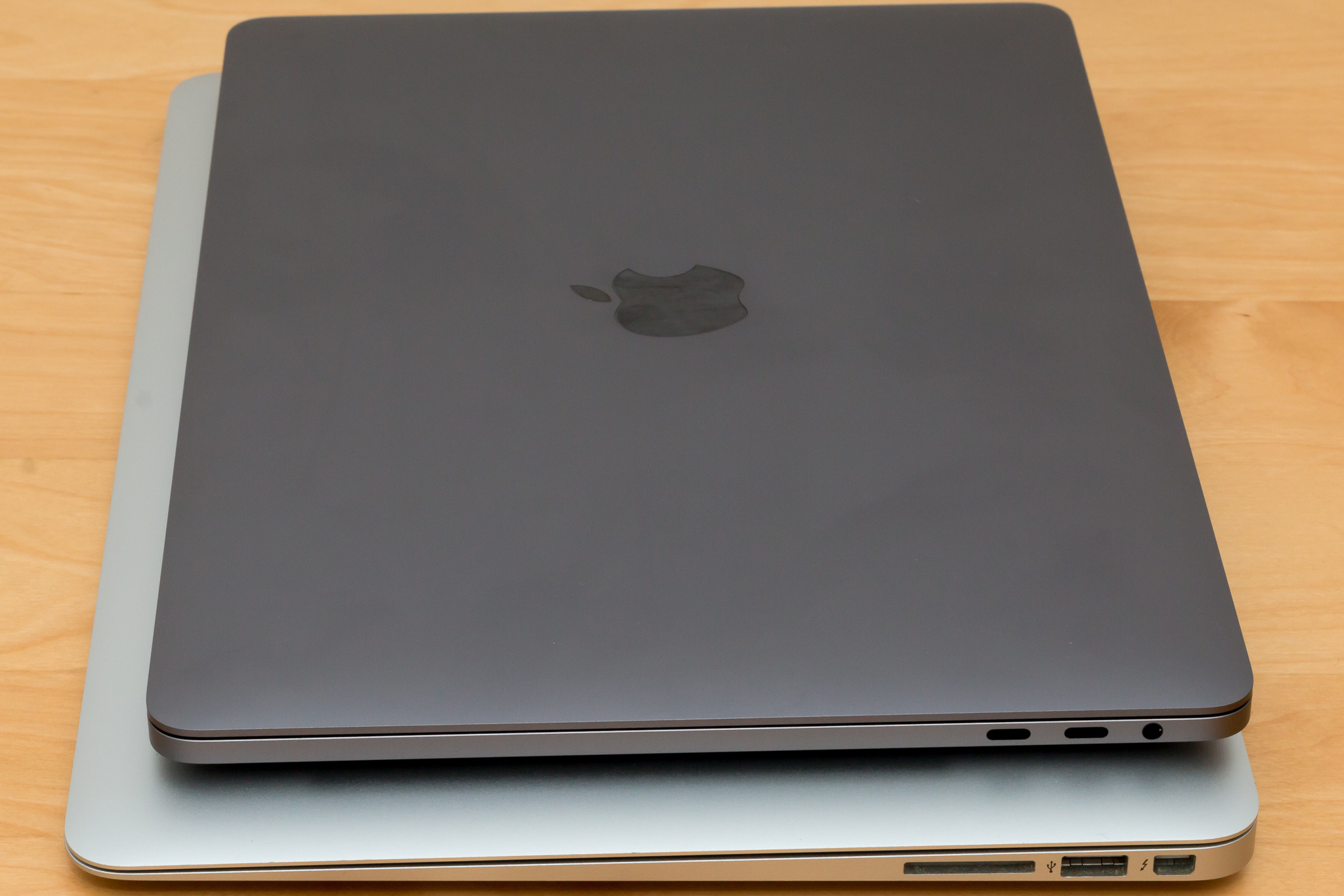 apple macbook pro 2016 vs macbook air 2012 tech. Black Bedroom Furniture Sets. Home Design Ideas